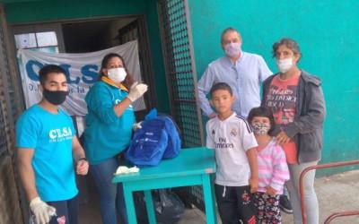 500 kits escolares para chicos de AMBA