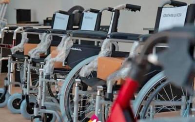 Vecinos de Federación recibieron sillas de ruedas
