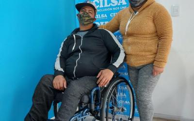 Vecinos de La Plata recibieron sillas de ruedas
