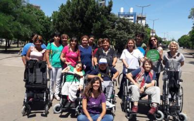 Reunión inclusiva en Plaza Azcuénaga